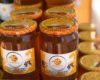 Будење на организмот со природен мед во чаша топла вода